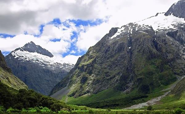 O que significa elevo os olhos para aos montes no Salmos 121?