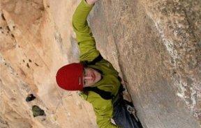 Adam Ondra escalando en Catalunya