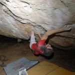 Iker Pou escalando Aker 8b+ - Foto Jabi Baraiazarra