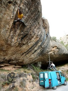 Chris Sharma probando First round first minute 9b