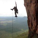 Alfredo Zubillaga jumareando en Fuga Hospitalaria 5.12c/d – L15 550 metros en el Tepuy Upuigma
