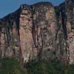 Cara sur-este del Acopan Tepuy
