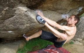 Nacho Sanchéz en el boulder Entropía 8c