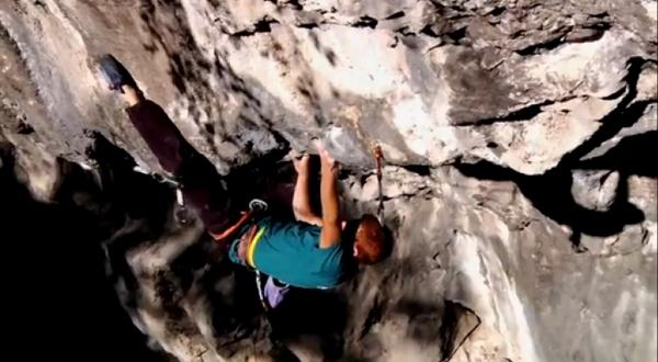 Video Gabriele Moroni equipa y escala Bella Regis 8c+