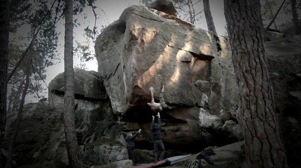Video escalada boulder en Albarracín: Iker Arroitajauregi en FA Zartako 8a+