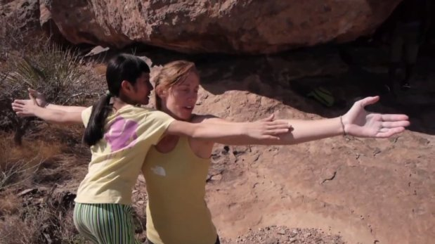 Video escalada boulder: Ashima Shiraishi en Crown of Aragorn V13/8b en Hueco Tank