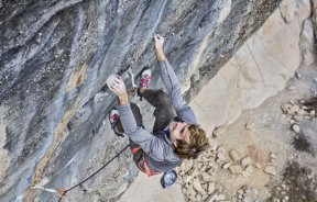 VIDEO: Chris Sharma escala El bon combat 9b/b+ en Cataluña