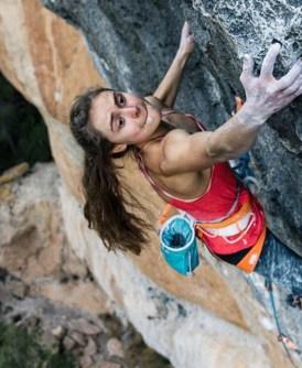 Margo Hayes encadena La Rambla 9a+ en Siurana - Cataluña