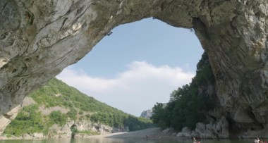 Video Psicobloc; Chris Sharma primer ascenso al Pont-d'Arc en Ardèche