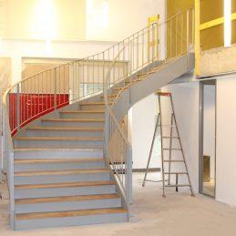 Escaliier balancé marches chêne