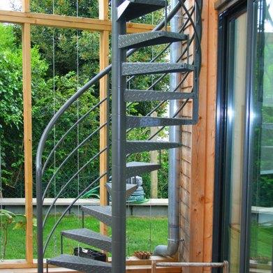 Escalier galvanisé à chaud et thermolaqué RAL 7022