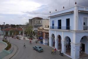 Lugares emblemáticos como el Parque Serafín Sánchez reciben los beneficios de la rehabilitación y remodelación.