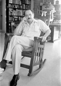 Fayad ofició como traductor, diplomático, restaurador, diseñador gráfico y profesor de la Escuela Nacional de Arte hasta su muerte, ocurrida en 1988.