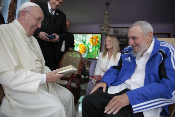 https://i2.wp.com/www.escambray.cu/wp-content/uploads/2015/09/Fidel-y-el-Papa-Francisco-sonrien-580x386.jpg
