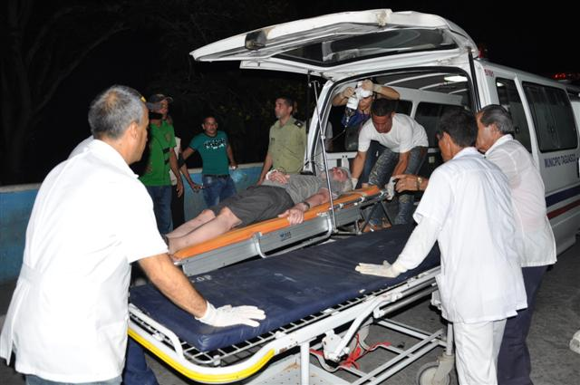 Los heridos están siendo atendidos en el Hospital Universitario General Camilo Cienfuegos. (Foto: Vicente Brito/ Escambray)