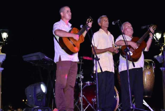 The D' Gomez Trio is among the spirit representatives in the festivities for the 500th anniversary of Havana. (Photo: Vicente Brito / Escambray)