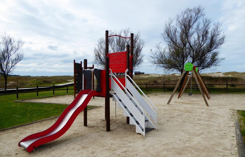 Parque infantil en Barrañán