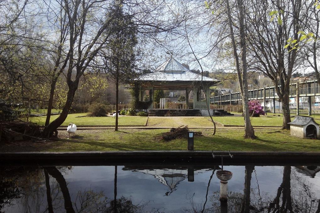 """Parque de """"O Pasatempo"""" en Betanzos, con niños"""