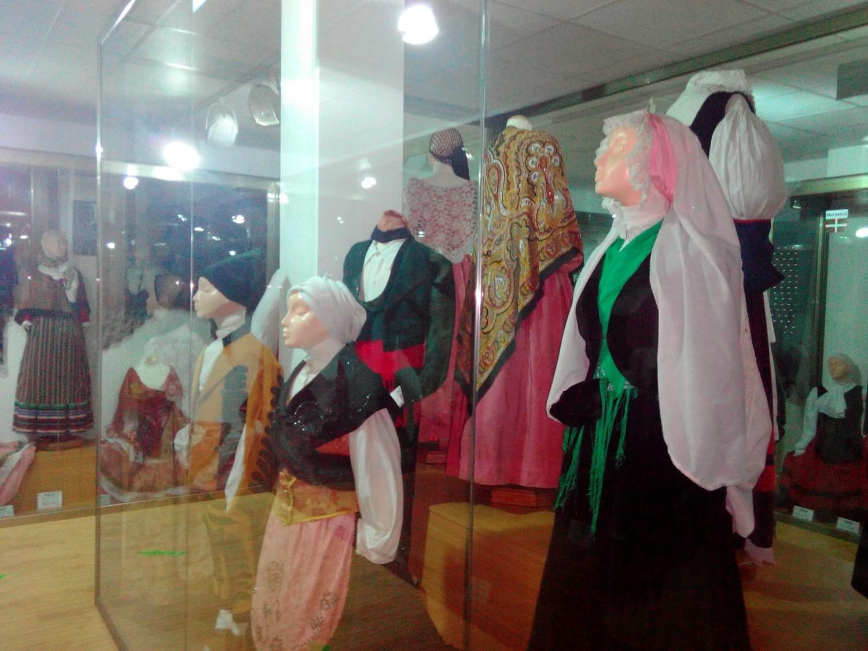 Museo del traje y el parque infantil Félix Rodríguez de la Fuente, en Ordes