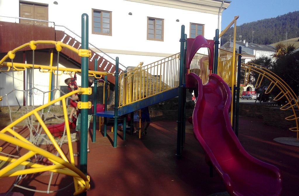 Vegadeo y su parque infantil