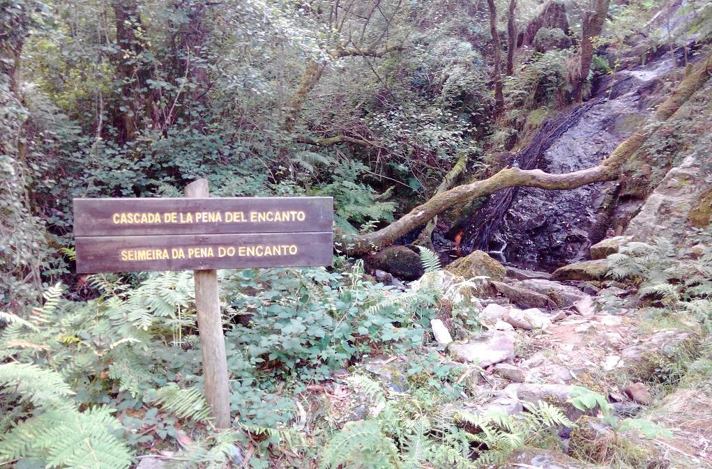 ruta hacia la cascada de las hadas con niños en Asturias