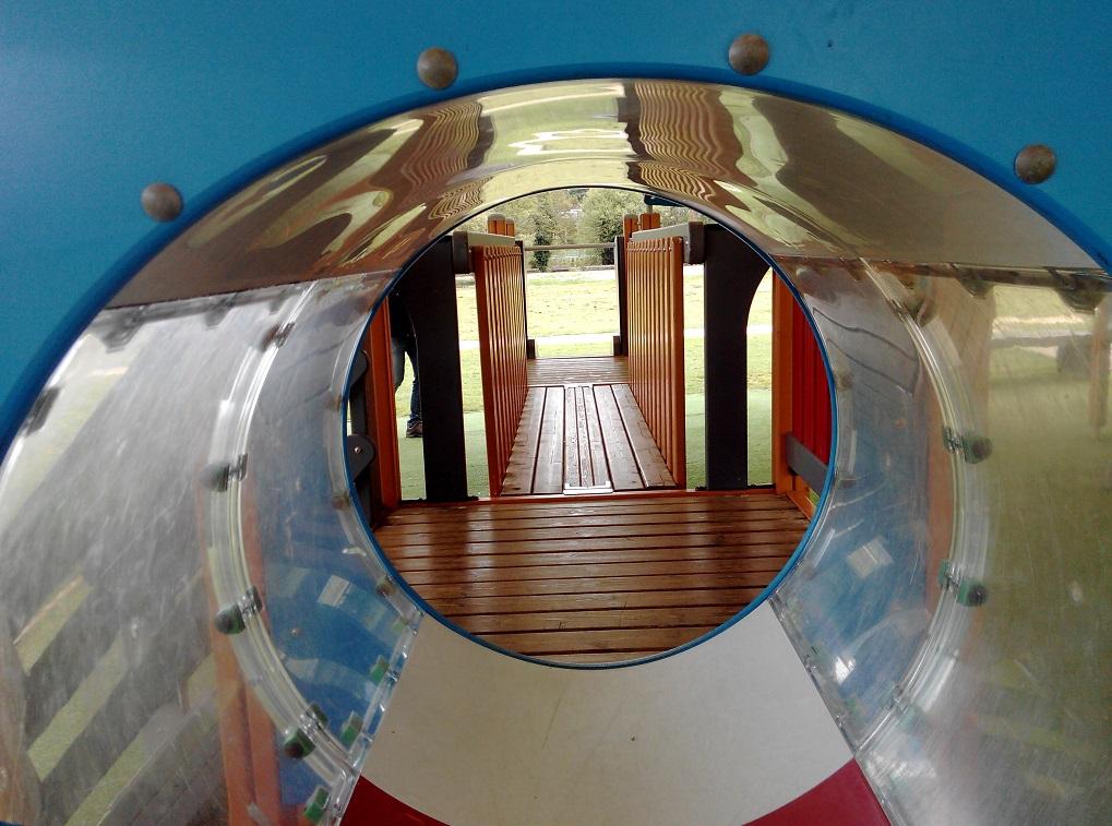 Lugo con niños: parque infantil cubierto del paseo fluvial