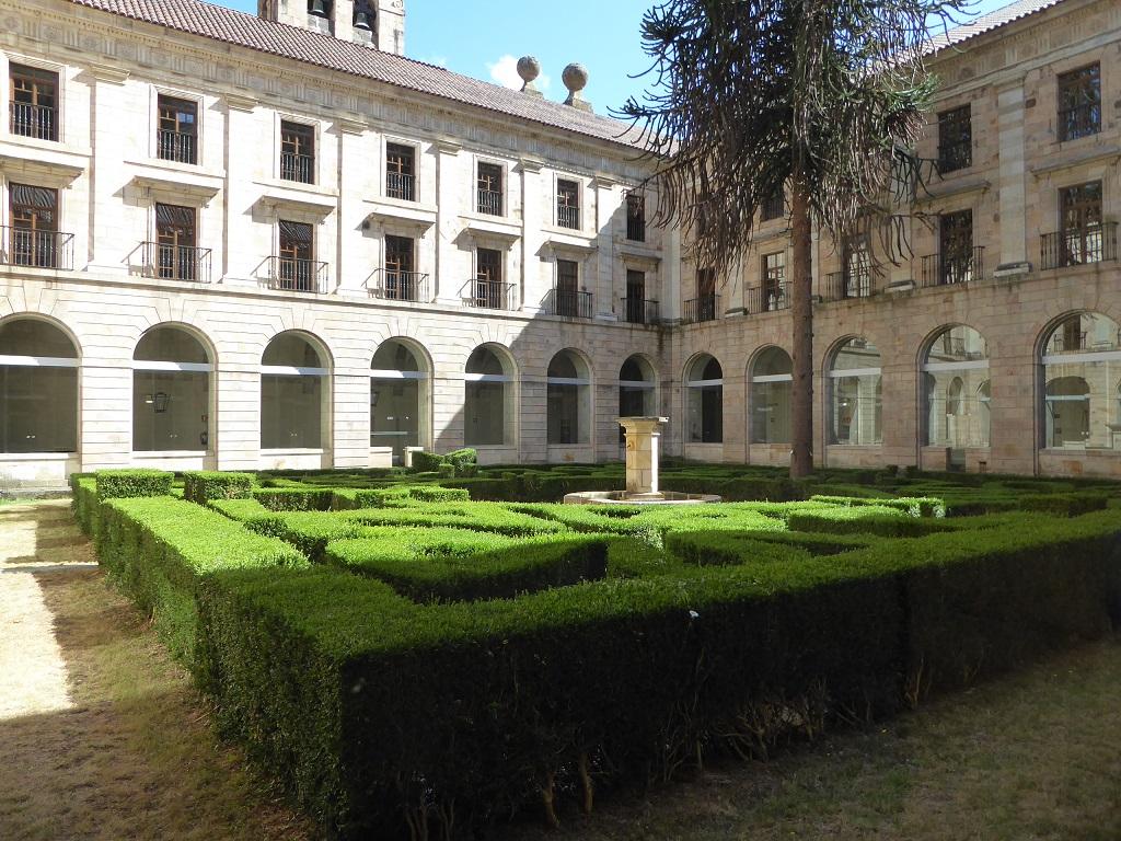 El Monasterio de Corias (Cangas del Narcea), con niños