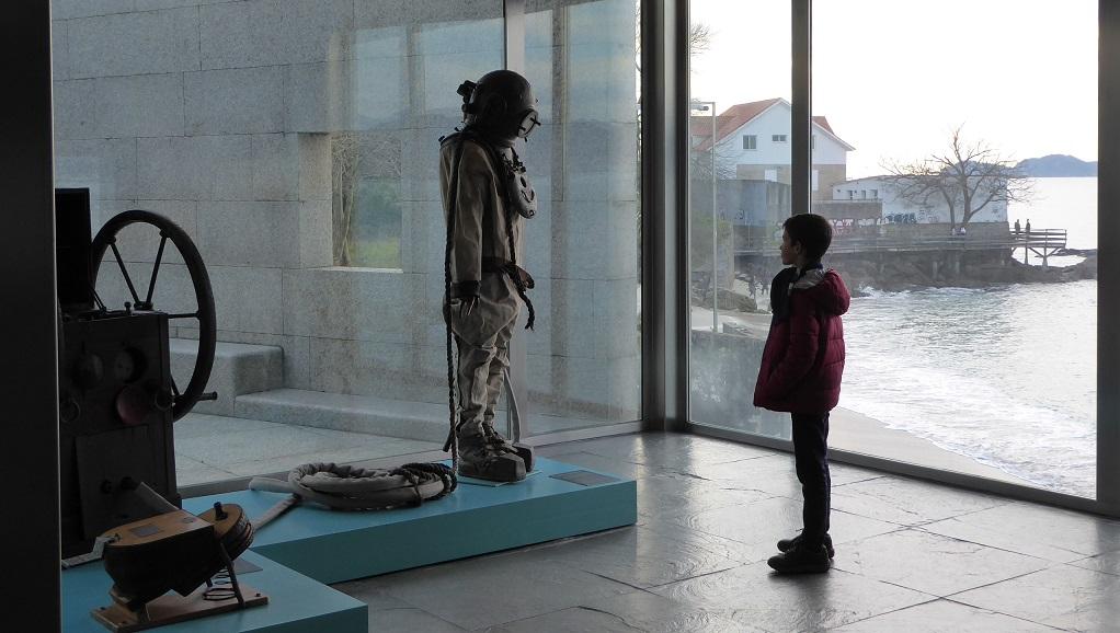 Antiguo traje de buzo en el Museo do Mar de Vigo
