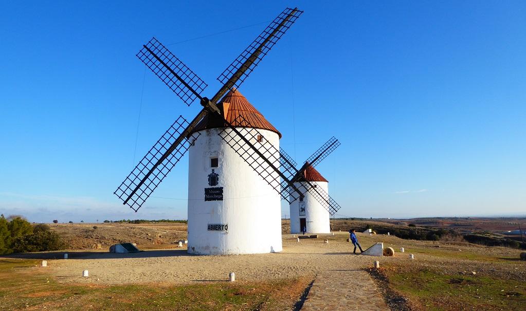 Los molinos de Don Quijote: Mota del Cuervo con niños
