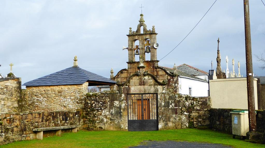 Iglesia y ruta con niños en Donalbai Begonte