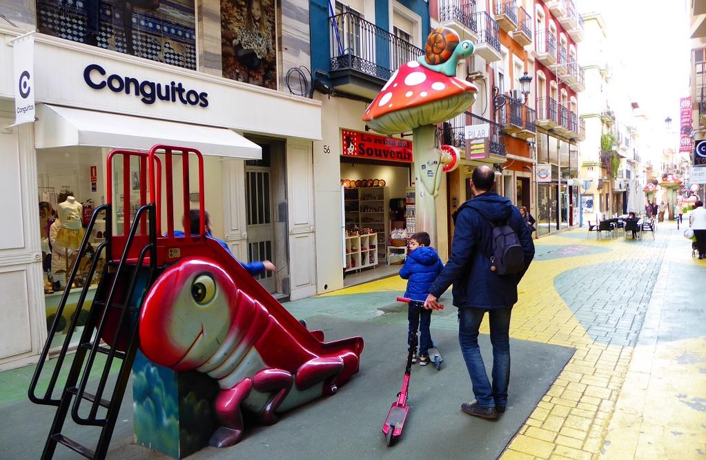 Parques infantiles en Alicante y calle de las Setas