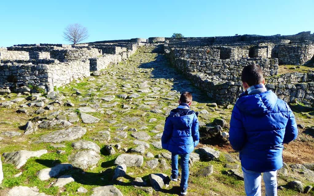 Parque Arqueológico de Lansbrica con niños