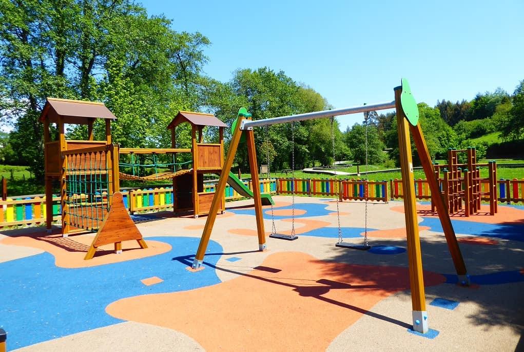 Parque infantil en Abadín