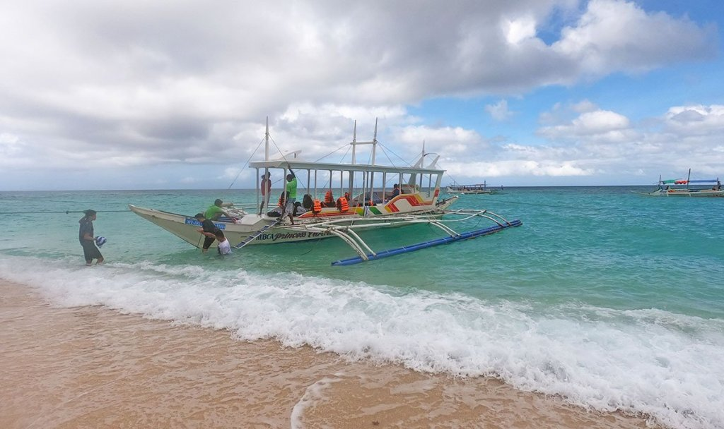 Island Hopping in Boracay is one of the best things to do in Boracay