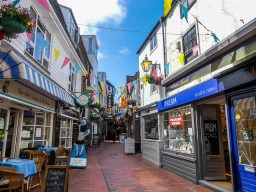 Brighton is a fantastic vibrant, buzzy quirky seaside town. It's the perfect place for a weekend or a day trip and completely doable on a budget. Find out here