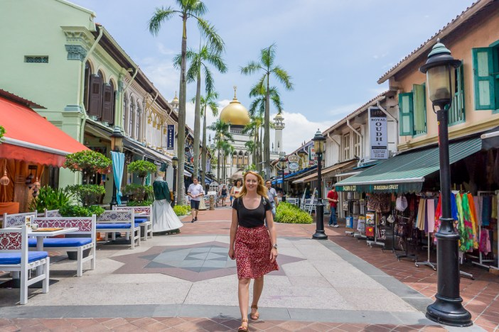 Who has Singapore on their bucket list? I finally made it there and it did not disappoint! Here's my 4 day Singapore itinerary that will see you exploring as much of Singapore as possible.