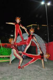 Número de Adágio da Trupe Circus para o Natal Mágico nos Ares do Plaza Shopping Casa Forte.