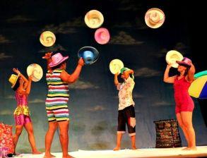 """Cena do nosso mais novo espetáculo """"Um Dia de Circo na Praia"""", repertório 2015 da Trupe Circus."""