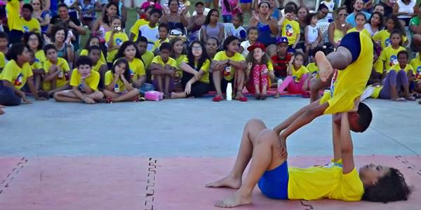 Apresentação dos educandos em homenagem ao Dia Nacional do Circo 2015