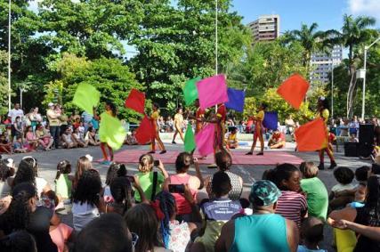 Apresentação de Bandeiras no Parque da Jaqueira