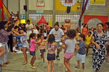 A dança animada das nossas crianças e do educador Bruno Luna.
