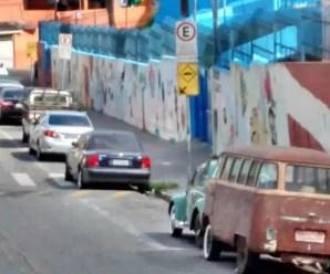 O desrespeito às vagas de estacionamento de veículos escolares é social e institucional