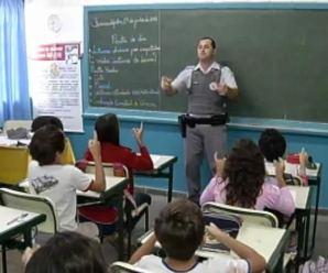 Governo federal e estadual de SP colocará mais militares nas escolas, também como professores