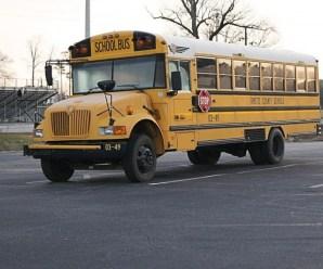 Mesmo com bônus e aumentos salariais, motorista de ônibus escolar está em falta nos EUA