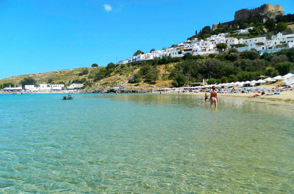 Praias mais lindas do mundo - Praia principal da Baía de Lindos, na Ilha de Rhodes (Grécia)