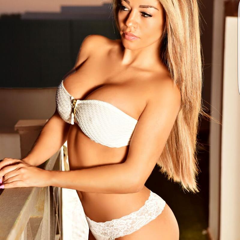 Las mejores escorts de lujo, prostitutas y chicas que ofrecen diversión y sexo en Ibiza.