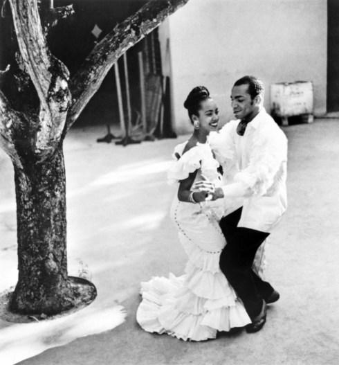 pareja bailando salsa en La Habana