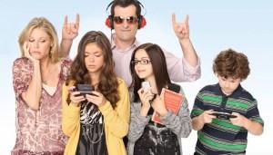 El modelo de familia parece trascender los tiempos. Fuente: http://renewcanceltv.com/modern-family-cancelled-renewed-season-7/