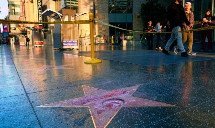 Detractor del candidato republicano Donald Trump destroza su estrella en Hollywood