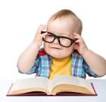 nino-libro-gafas